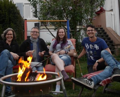 Familie Vollmer im Garten des alten Hauses, Foto: Privat